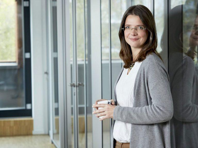 """Susanne Hockenholz <br><h1 style=""""font-size:80%; color:#7A7A7A;"""">Projektassistentin, Immobilienökonomin</h1>"""